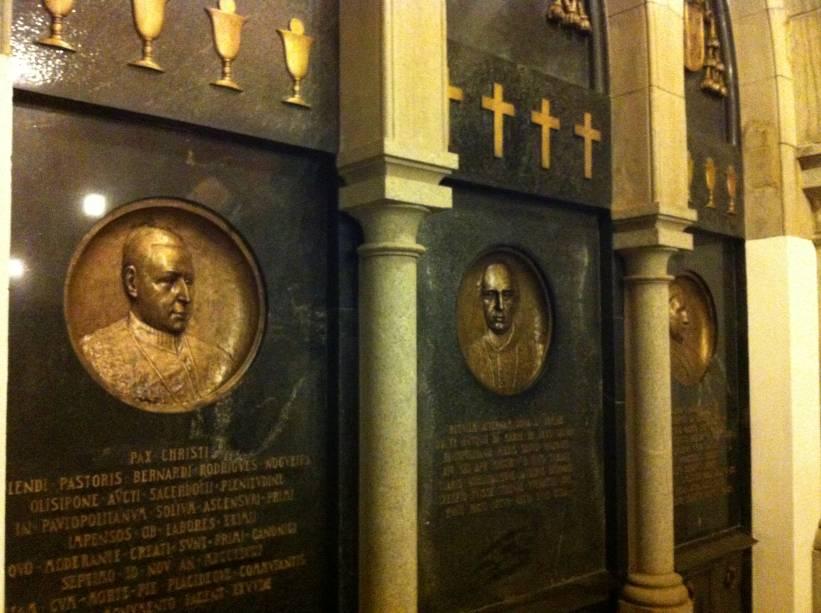 Ao todo, quinze corpos de bispos portugueses e brasileiros estão sepultados lá