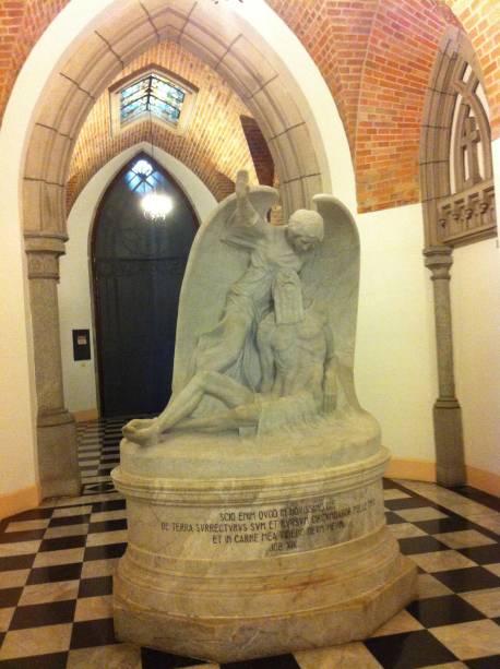 Uma das obras do local: Jó, o afligido do Senhor, assinada por Francisco Leopoldo