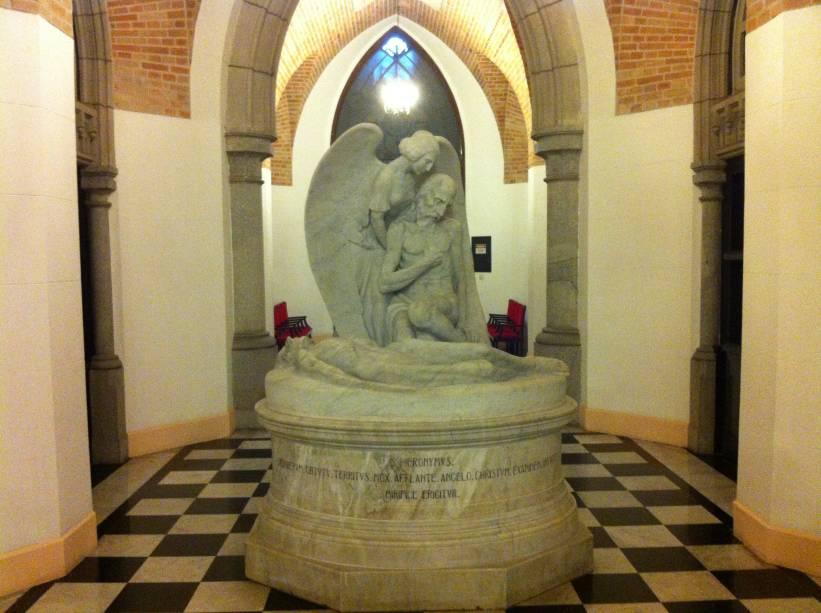 Estátua de mármore: São Jerônimo, assinada por Francisco Leopoldo