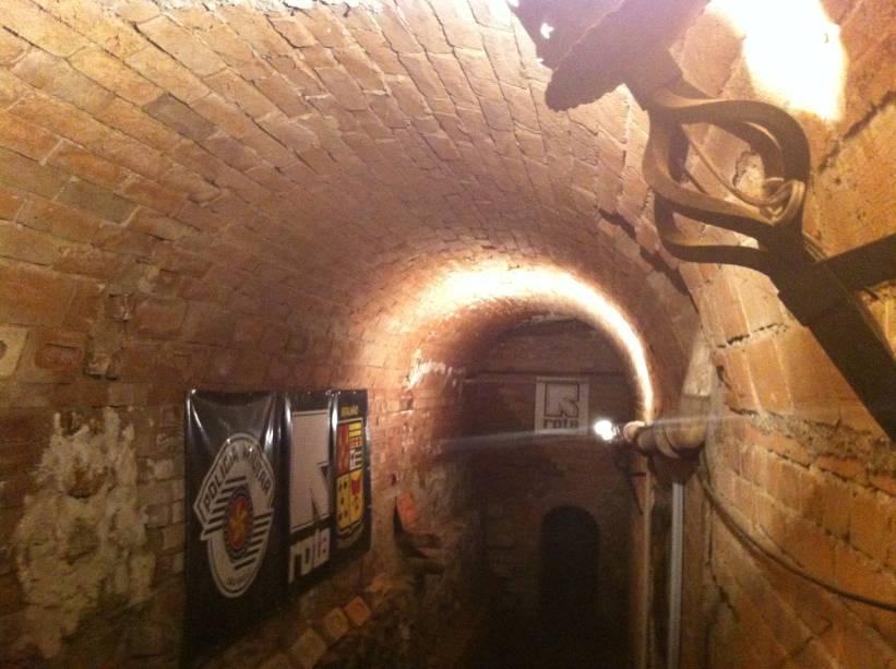 O túnel que já contou com quase três quilômetros de extensão hoje tem apenas 100 metros