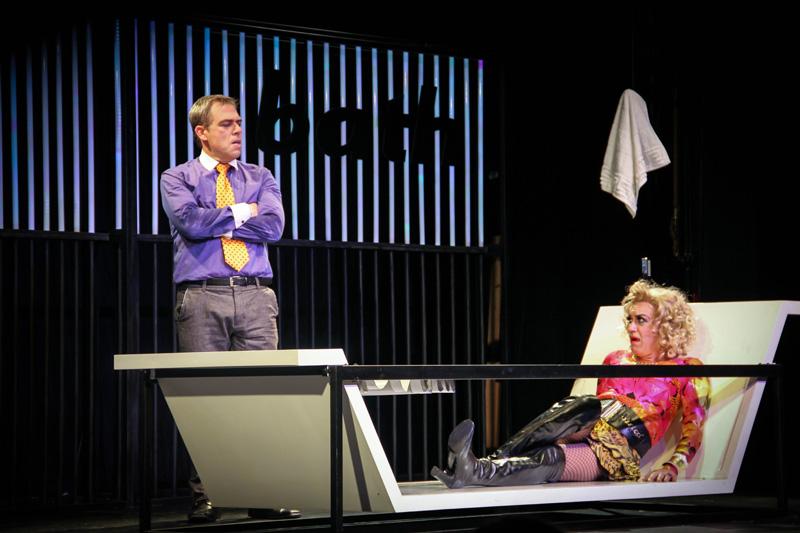 A peça tem direção de Alexandre Reinecke