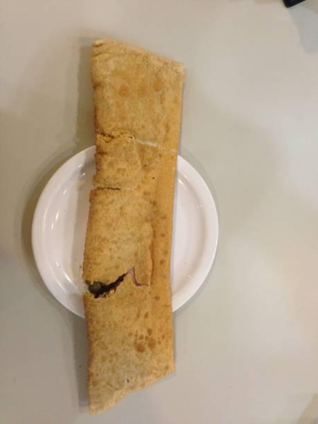 O pastel especial do Pastel da Sueli mede cerca de meio metro