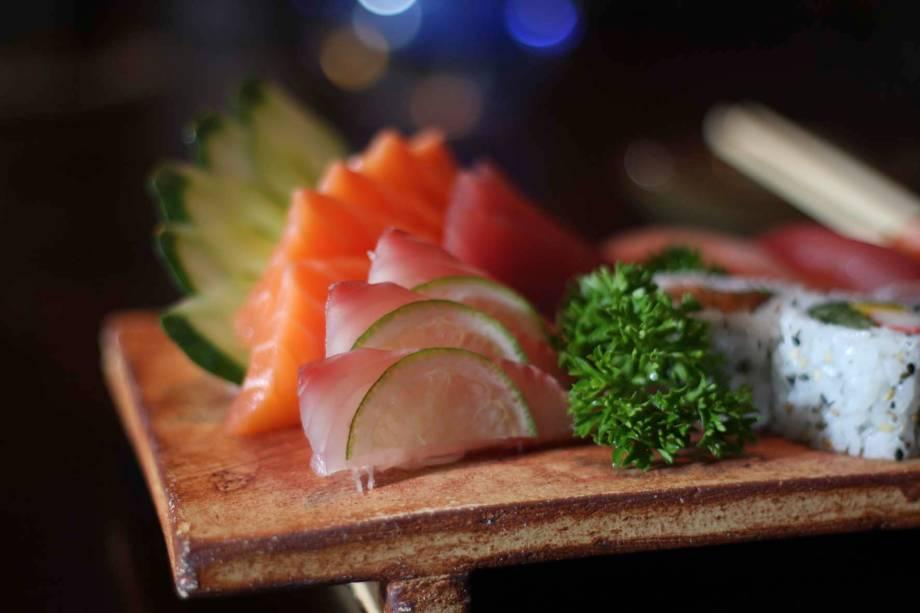 Sashimi de salmão, atum e st. peter do Hakken