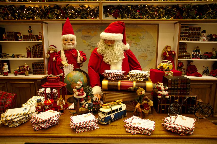 Papai Noel recebe cartinhas no Shopping Center Norte