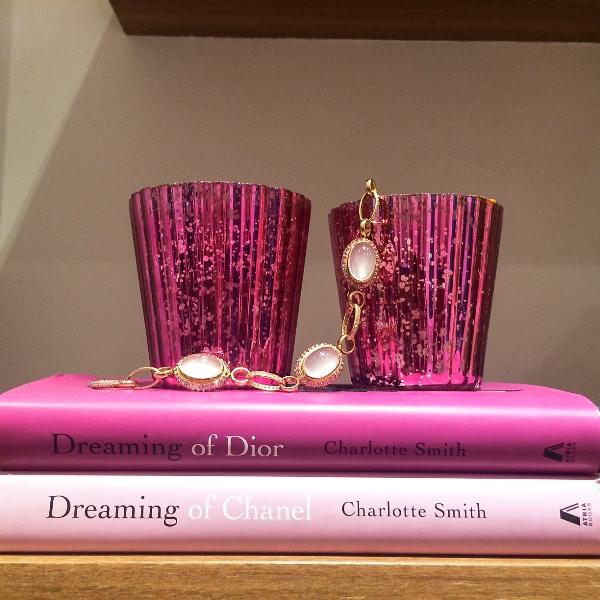 Pulseira elos brilhante intercalados com pedras ovais opala rosa