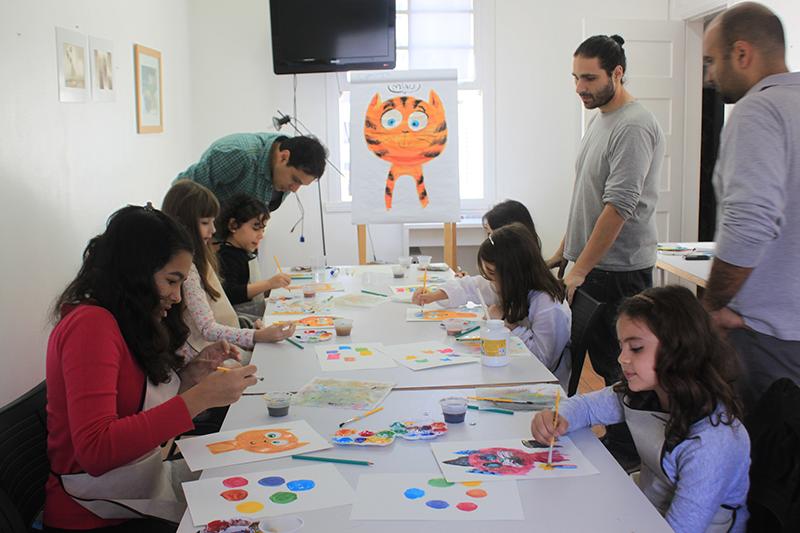 A galeria oferece atividades criativas para crianças durante as férias