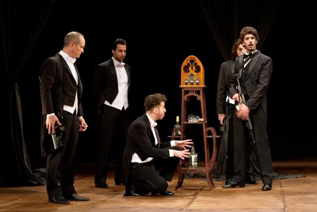 Eduardo Tolentino de Araújo dirige um drama