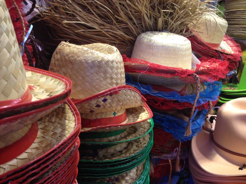 Porto das Festas e Fantasias: chapéus para todos os gostos.