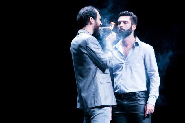 Encenado pelo grupo Tablado de Arruar, o drama é a segunda parte da trilogia Abnegação