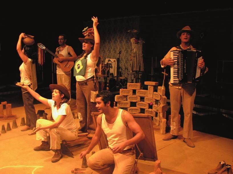 O elenco da Cia. do Tijolo: o musical Concerto de Ispinho e Fulô aborda a vida e a obra do poeta cearense Patativa do Assaré