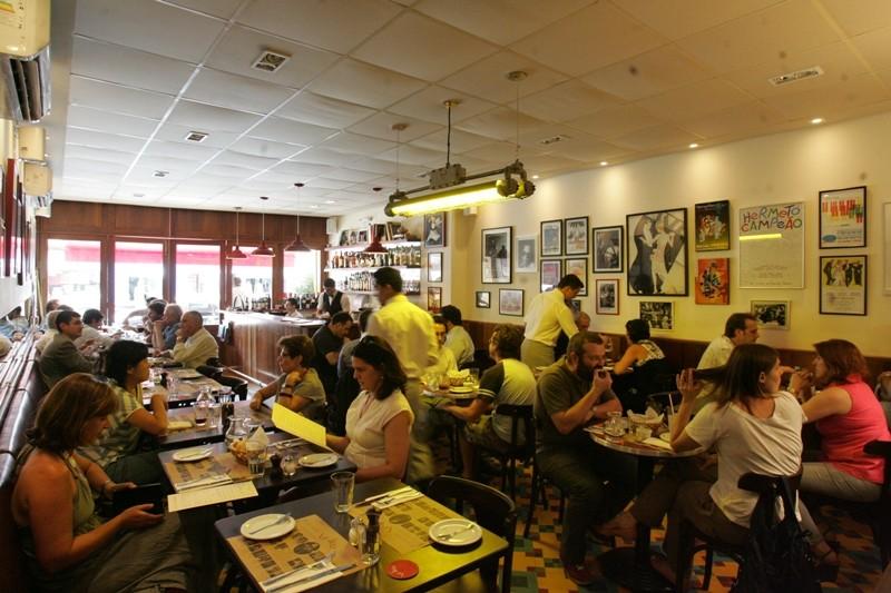 Salão do Le Jazz Brasserie