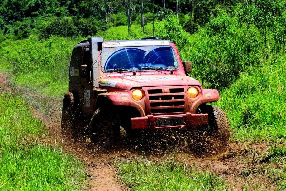 O Cantareira Esportes de Aventura oferece atividades em um jipe off-road