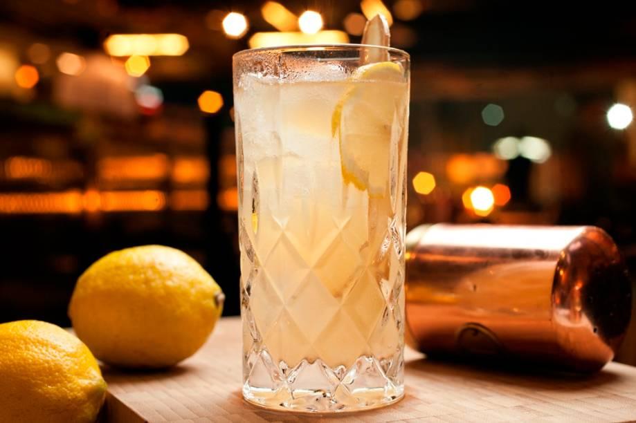 Mr. jameson (R$ 35,00): mistura uisque, refrigerante, gengibre e limão-siciliano