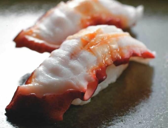 Sushi coberto por polvo: pedida integra a ótima degustação