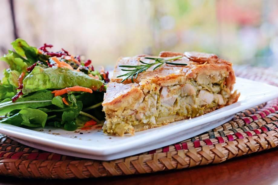 Torta de aspargo, palmito e gorgonzola