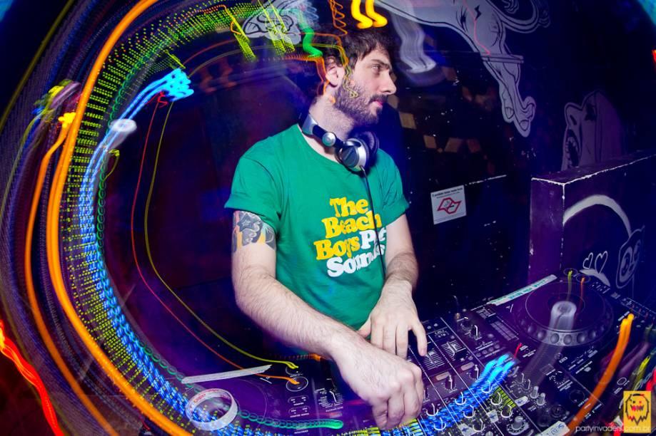 O DJ Junior Passini toca no Rockn Beats