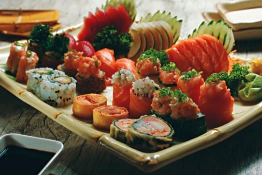 Kibô Sushi: seleção de fatias de peixes e bolinhos: receitas clássicas e com um toque moderno