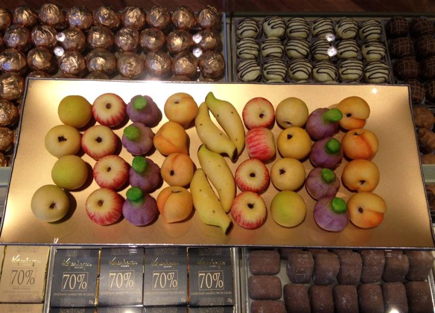 Docinhos de marzipã em formato de frutas