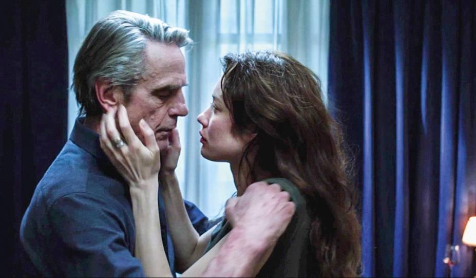 Irons e Olga: bom elenco em melodrama com desenlace sofrível