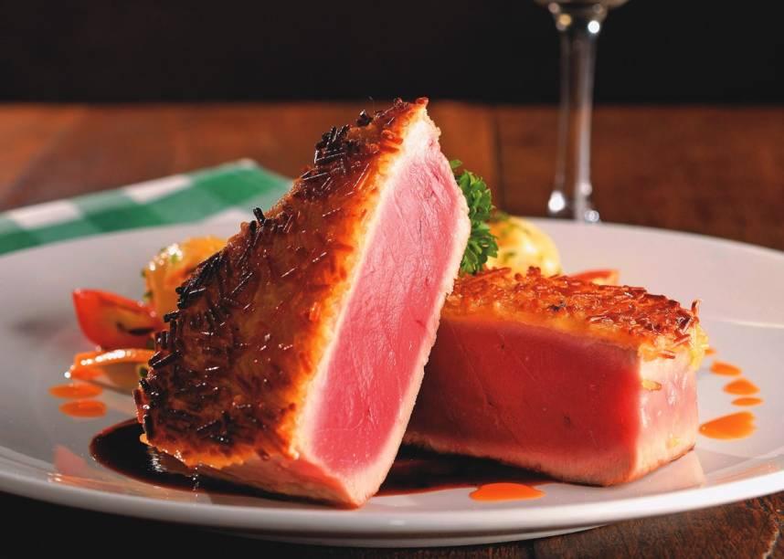 Na trattoria La Grassa: o nada italiano atum crocante ao molho tailandês