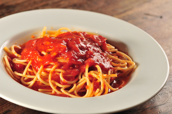 No cardápio infantil do La Pasta Gialla: espaguete ao molho de tomate