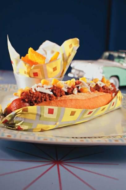 Na Lanchonete da Cidade, o hot-dog bidu traz a salsicha coberta por chili