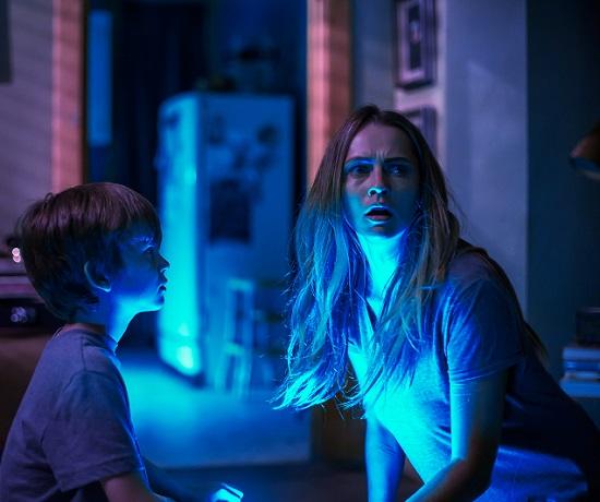 Os irmãos Martin e Rebecca: só a luz da lanterna salva