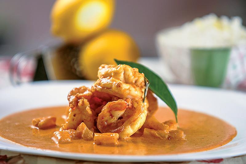 O picante kari: ao molho de curry vermelho