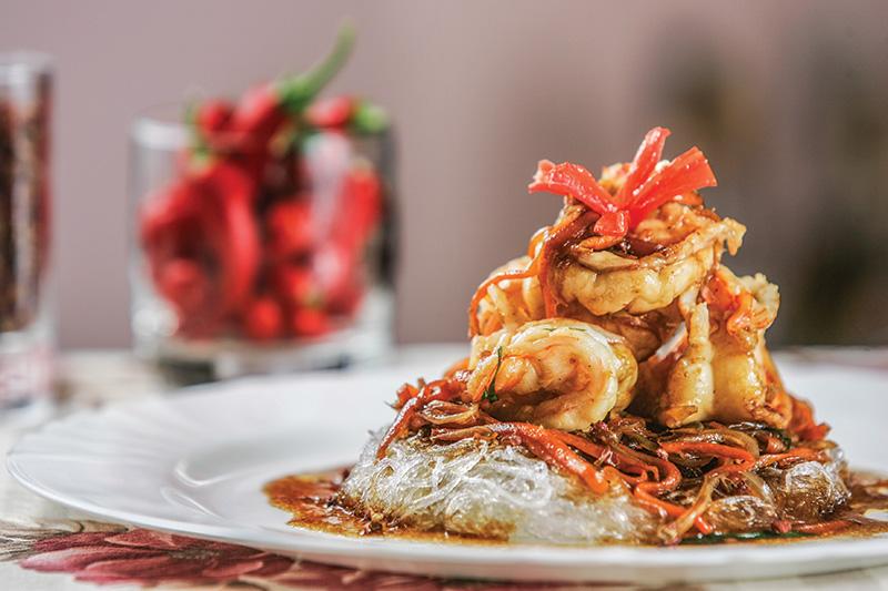 Sichuan: camarão servido com macarrão de feijão-verde