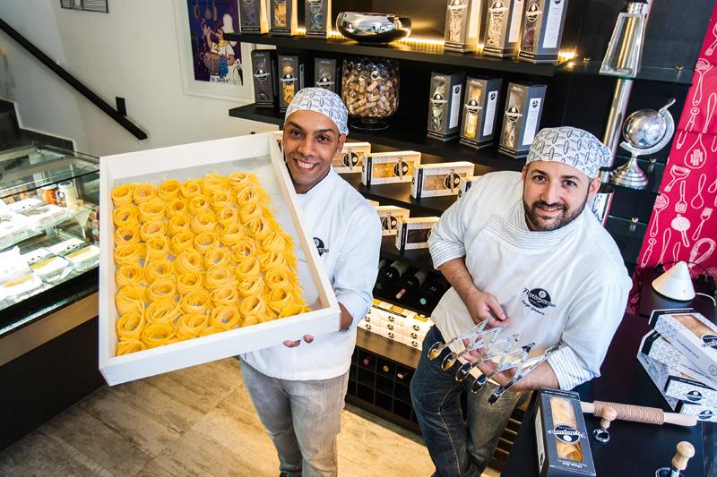 Os chefs Jhonny Santos e Jorge Gamart