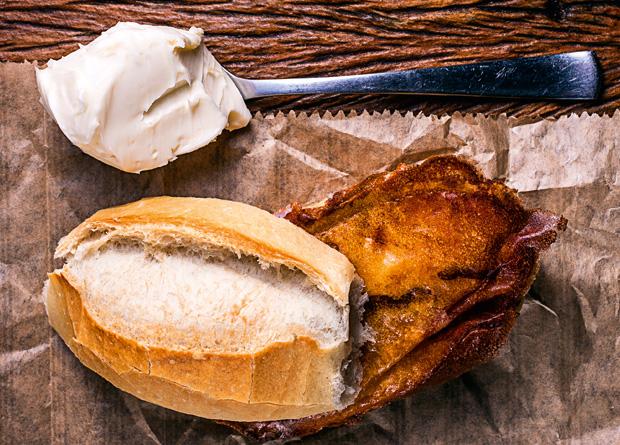Gotozo: pão francês com requeijão na chapa