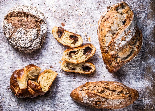 A padaria produz excelentes pães de fermentação natural feitos com farinha orgânica