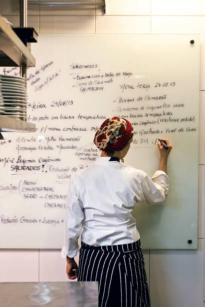 A mestre-cuca: menu sem tédio escrito na parede da cozinha