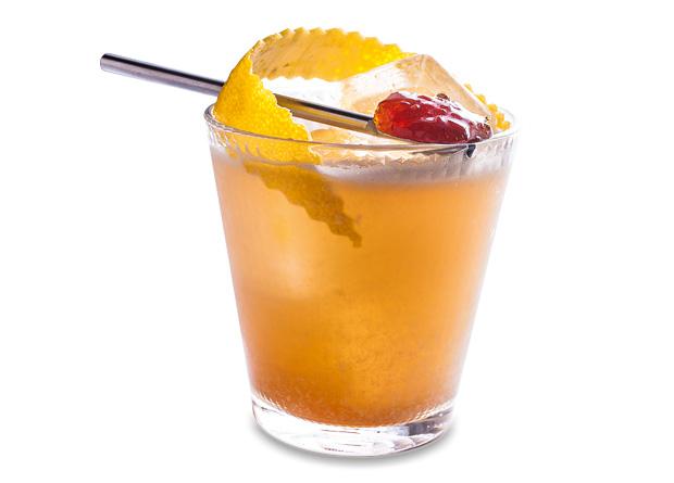 Treno fix: bourbon, licor Grand Manier, limão-siciliano, toque de vinho madeira e marmelada