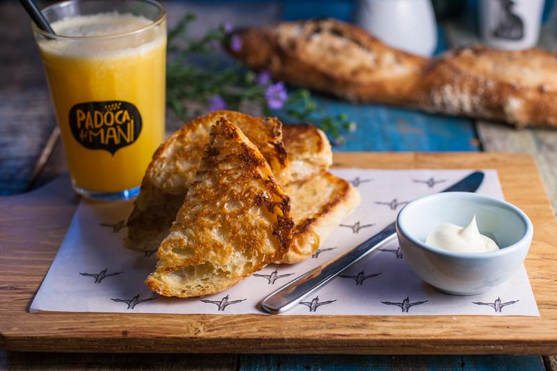 Nas mesas da varanda: sugestões para um café da manhã sem pressa