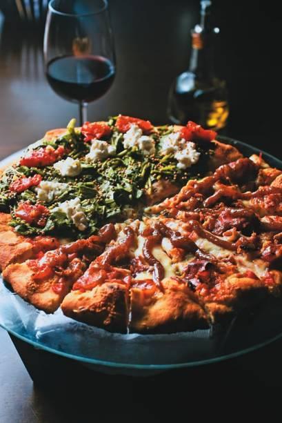 As pizzas razzo e de parma: duas das 33 sugestões do cardápio