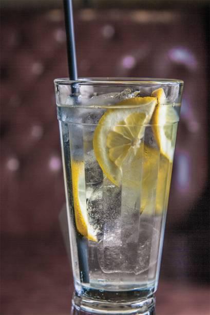 O bom gim-tônica, aromatizado por limão-siciliano