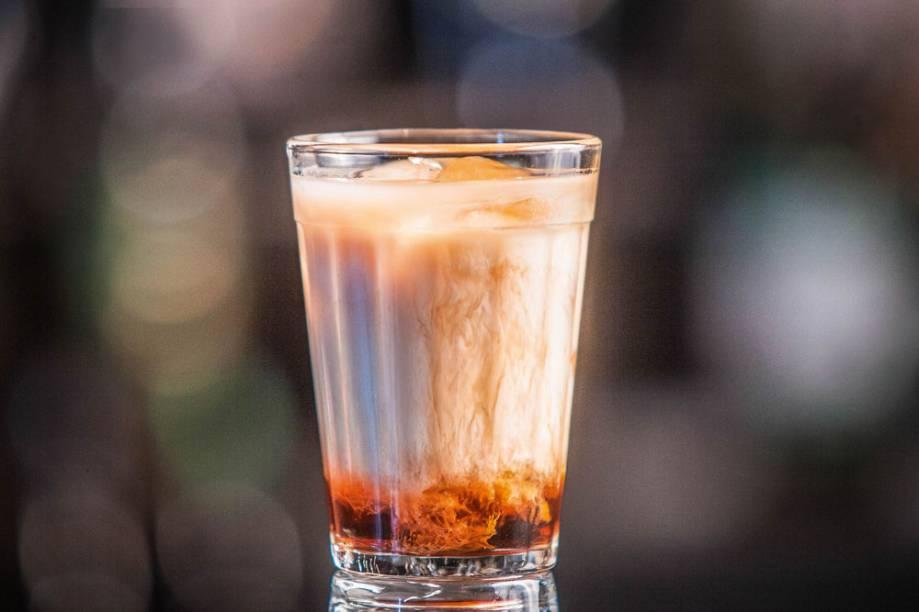 White russian: vodca, licor de café e creme de leite