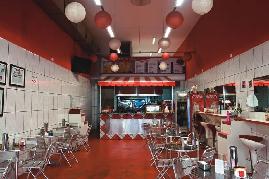 O salão em Pinheiros: o endereço bicampeão tem clima de barraca de feira