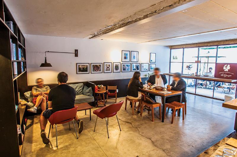 A primeira filial da casa de empanadas ocupa o piso superior da unidade Jardins da Livraria da Vila