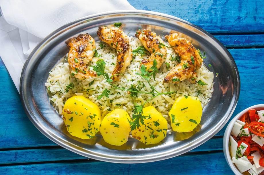 Tamarutaca com arroz de palmito e batata ao açafrão