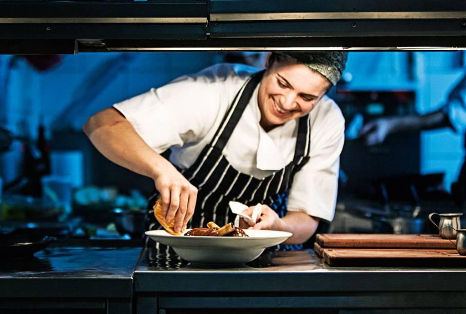 Melhor Cozinha: Chef Elisa Hill confere um toque autoral e gastronômico ao repertório de receitas de pub