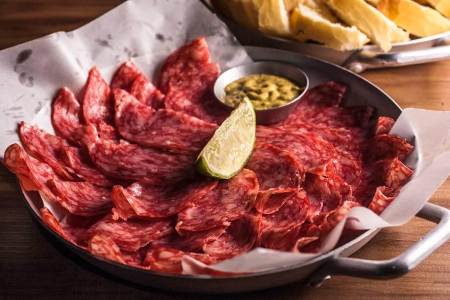 Sem fogão: vale contentar-se em um dos frios para petiscar, caso do salame espanhol