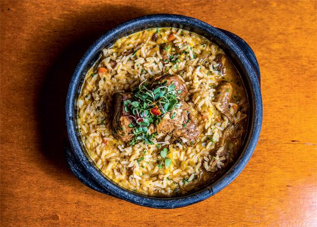 Galinhada bem caldosa com arroz