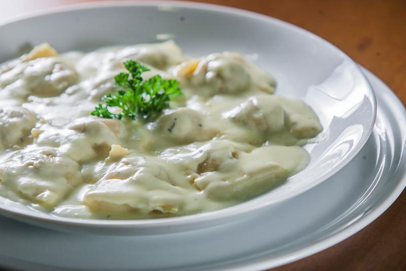 Ravióli de abóbora e nozes ao molho de gorgonzola