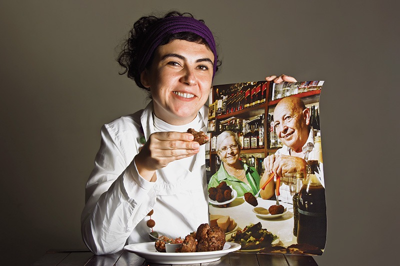 Dona Idalina e Luiz Fernandes, no retrato, e a chef Graziela: simplicidade