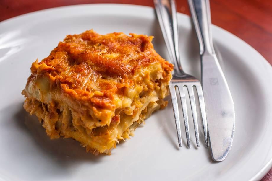 Lasanha de bacalhau: prato tem a massa bem molinha, quase desmanchando