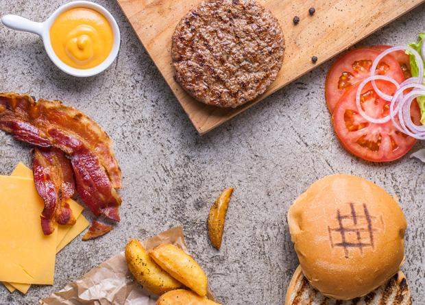 A minúscula hamburgueria oferece apenas dois lanches em seu cardápio