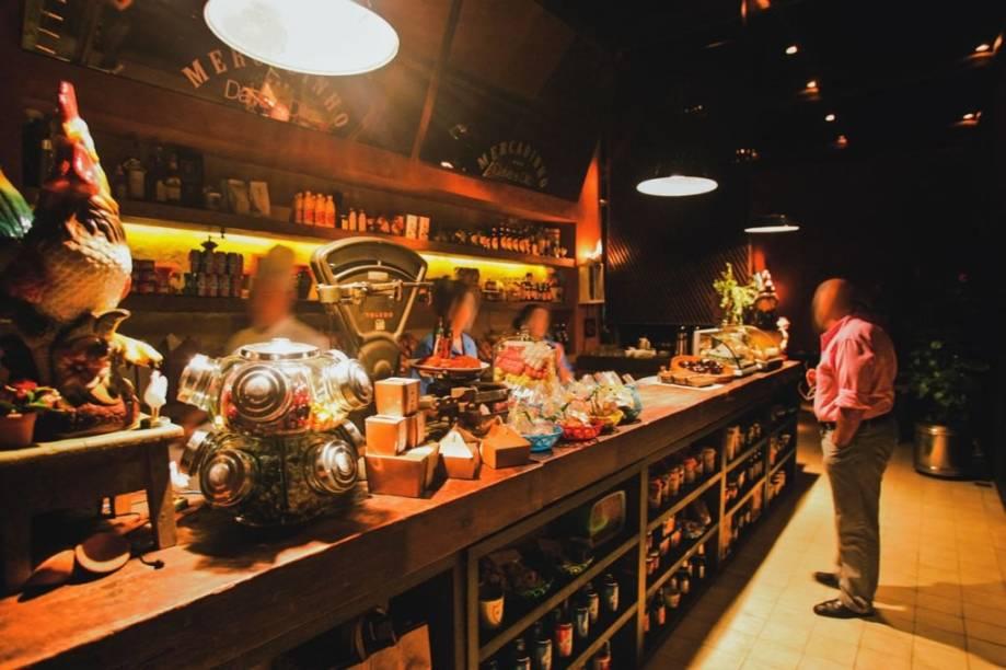 O balcão na lateral do restaurante Dalva e Dito: itens para viagem