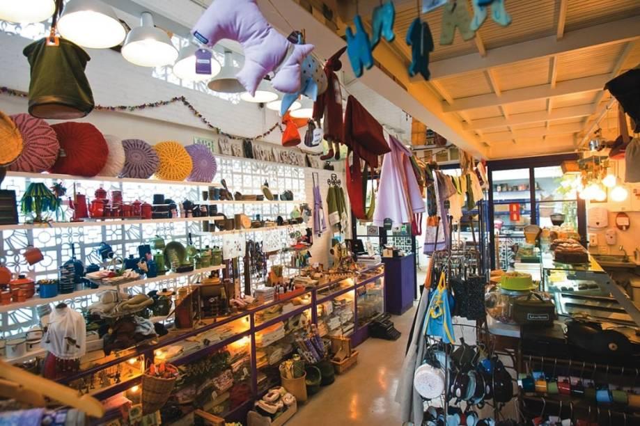 O Lá da Venda não vende só comida, mas também artigos como xícaras, panelas e toalhas de mesa